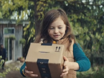Amazon Christmas Advert - Singing Boxes