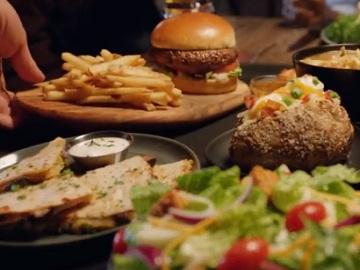 Big Australia - Outback Steakhouse Commercial