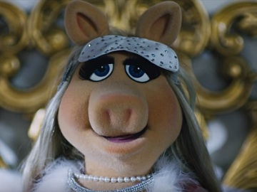 Miss Piggy in Swarovski Commercial