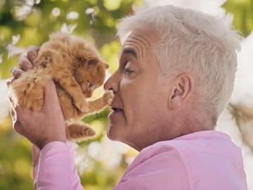 Webuyanycar Advert - Phillip Schofield Saving Kitten
