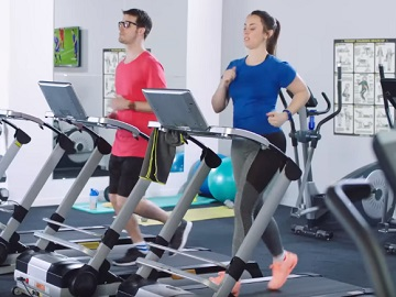 Aldi Advert - Man and Woman Running on Treadmill