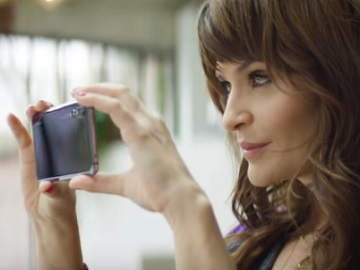 Helena Christensen in Huawei P20 Commercial