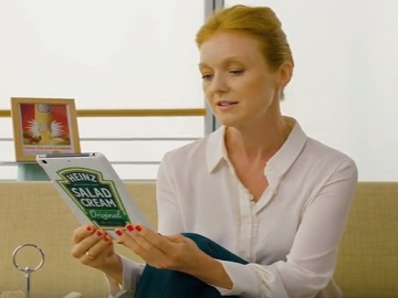Heinz Commercial - Woman Reading Tweets