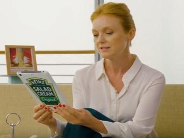 Heinz Commercial - Woman Reading Tweets