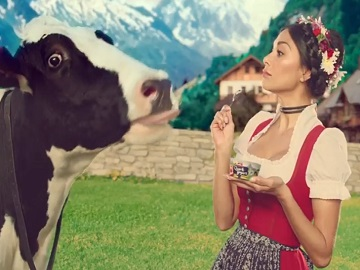 Müller Yogurt Advert - Nicole Scherzinger & Cow