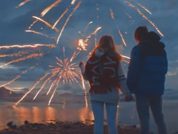 American Eagle Commercial - Couple Watching Fireworks