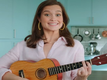 SodaStream Commercial - Girl with Small Guitar