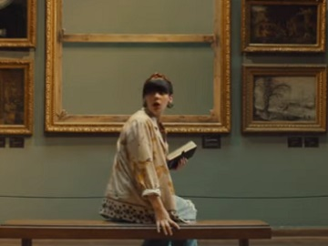 Samsung Frame TV Commercial Girl
