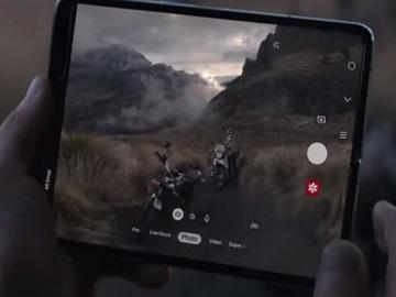 Samsung Galaxy Fold Commercial