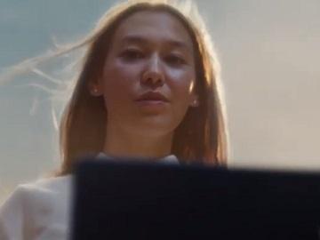 HP Elite Dragonfly Commercial Girl