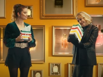 Hudson's Bay Christmas Commercial - Feat. Catherine O'Hara and Annie Murphy