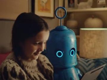 O2 Christmas Advert - Girl & Little Blue Robot