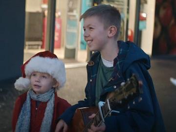 Co-Op Christmas TV Advert - Kids Singing & Playing Guitar