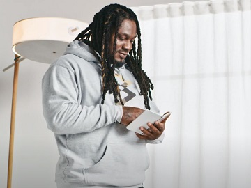 Microsoft Surface Marshawn Lynch Commercial