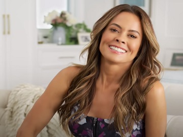 Brooke Burke Skechers GO WALK Pants Commercial