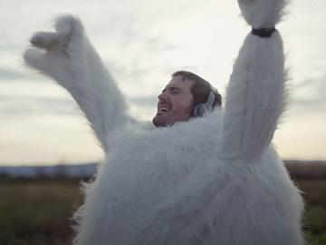 Yes Optus Commercial - Man Running Marathon in Chicken Costume