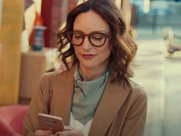 Chase Bank Commercial Girl With Glasses