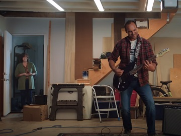 American Express Plan It Rockstar Commercial - Guy Playing Electric Guitar