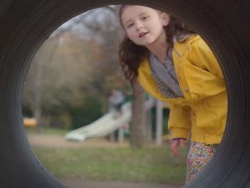 Dettol Laundry Sanitiser Teddy Bear Advert Girl