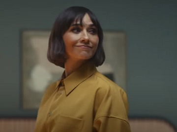 Expedia All By Yourself Rashida Jones Commercial