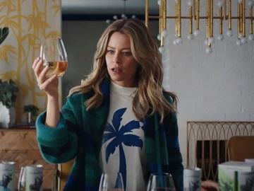 Archer Roose Elizabeth Banks Commercial