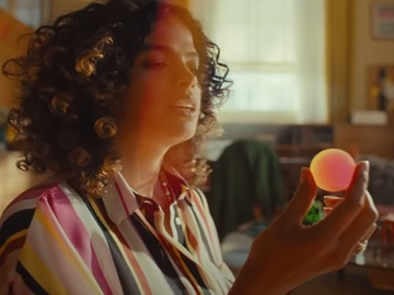 Swyft Sofas TV Advert - Feat. Curly Girl / Actress